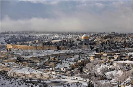 Snow covers the Dome of the Rock on the compound know to Muslims as al-Haram al-Sharif and to Jews as Temple Mount in Jerusalem's Old City January 10, 2013. REUTERS/Darren Whiteside