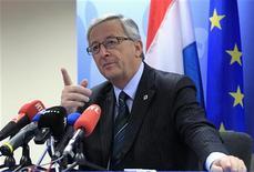 El fondo de rescate de la zona euro, el MEDE, debe tener la capacidad de recapitalizar directamente a los bancos que acumulan morosidad del pasado y no solamente para afrontar los problemas nuevos, dijo el presidente del Eurogrupo. En la imagen de archivo, Jean-Claude Juncker durante una rueda de prensa en Bruselas, el 14 de diciembre de 2012. REUTERS/Yves Herman