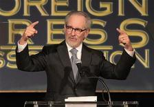 """El estudio Dreamworks de Steven Spielberg ha retrasado de forma indefinida """"Robocalypse"""", que iba a ser la próxima película del director, según indicó la distribuidora Walt Disney en un comunicado. Imagen de archivo de Spielberg en la cena anual de la Hollywood Foreign Press Association (HFPA) para conceder becas a escuelas de cine y ONG celebrada en agosto del año pasado en el Beverly Hills de Beverly Hills, California. REUTERS/Mario Anzuoni"""