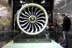 La société de leasing Avolon a confirmé sa commande d'A320neo et l'a portée à 20 appareils, soit 1,93 milliard de dollars au prix catalogue (1,48 milliard d'euros). /Photo d'archives/REUTERS/Gonzalo Fuentes