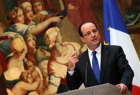 French President Francois Hollande delivers a New Years speech to civil servants and constitutional bodies at the Elysee Palace in Paris, January 8, 2013. REUTERS/Philippe Wojazer