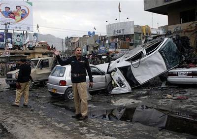 Two separate bombs kill 32, hurt 100 in Pakistan...