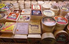 Formaggi Camembert al Paris International Farm Show at the Porte di Versailles. Paris, 28 febbraio 2012. REUTERS/Jacky Naegelen