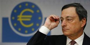 Presidente do Banco Central Europeu, Mario Draghi, fala com jornalistas durante coletiva de imprensa mensal, em Frankfurt. 10/01/2013 REUTERS/Kai Pfaffenbach