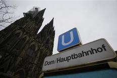 La cathédrale de Cologne, un des plus célèbres monuments d'Allemagne, tremble au passage des trains d'une nouvelle ligne souterraine, mettant en danger ce trésor culturel. /Photo prise le 10 janvier 2013/REUTERS/Wolfgang Rattay