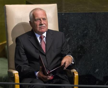 Czech Republic's President Vaclav Klaus sits in the chair reserved for heads of state and waits to address the 67th session of the United Nations General Assembly at UN headquarters in New York, September 25, 2012. REUTERS/Ray Stubblebine