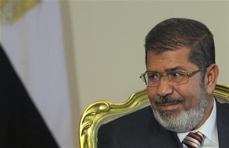 Egypt's President Mohamed Mursi attends a meeting with Palestinian President Mahmoud Abbas at the presidential palace in Cairo July 18, 2012 . REUTERS/Amr Abdallah Dalsh