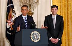 El presidente de Estados Unidos, Barack Obama, nominó el jueves como secretario del Tesoro al actual jefe de Gabinete de la Casa Blanca, Jack Lew, para suceder a Timothy Geithner. En la imagen, el presidente de EEUU, Barack Obama, anuncia la candidatura del jefe de gabinete de la Casa Blanca, Jack Lew, a Secretario del Tesoro, en la Casa Blanca, Washington, el 10 de enero de 2013. REUTERS/Kevin Lamarque