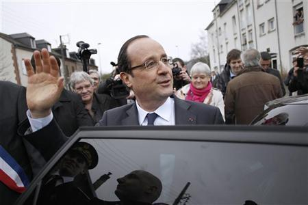 France's President Francois Hollande waves to the crowd as he leaves Gaillon, near Rouen, after a visit, January 5, 2013. REUTERS/Charly Triballeau/Pool