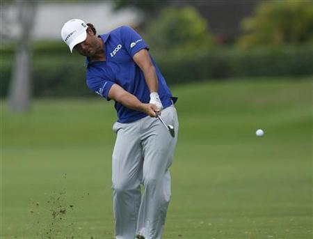 Scott Piercy of the U.S. hits the ball on the 15th fairway during the first round of the Sony Open golf tournament in Honolulu, Hawaii January 10, 2013. REUTERS/Hugh Gentry