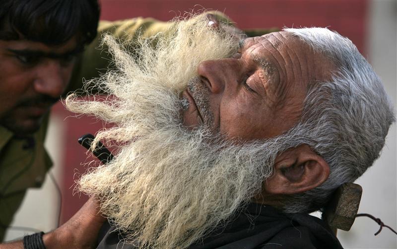 Roadside Grooming in India