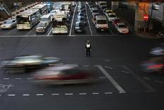 Traffico a Shanghai. REUTERS/Carlos Barria