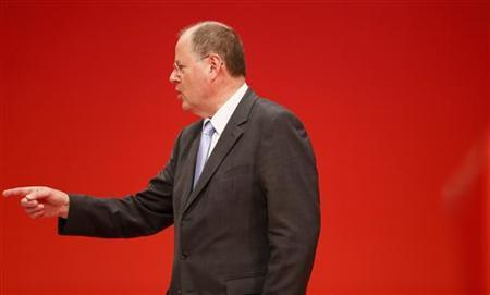 Designated top candidate of the German Social Democratic Party (SPD) for the 2013 German general elections, Peer Steinbrueck points during the extraordinary party meeting of the SPD in Hanover, December 9, 2012. REUTERS/Ralph Orlowski (GERMANY - Tags: POLITICS)
