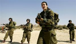 Israeli platoon commander Racheli Levantal (2nd R) of the Karakal ground Battalion, made up of male and female combat soldiers, shouts instructions during a training session at a military base in southern Israel, in this February 12, 2007 file picture. Team Mor is a spotter unit on Israel's fenced-off border with Egypt, deployed at night to intercept would-be infiltrators from the lawless Sinai desert. Like dozens of others along the tense divide, it is all-female. REUTERS/Eliana Aponte/Files