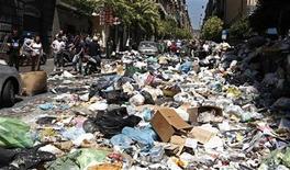 Immondizia nelle strade di Napoli. 23 giugno 2011. REUTERS/Ciro Messere