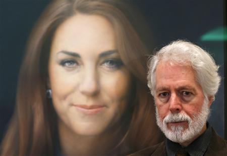 Glasgow-born artist Paul Emsley poses next to hisoil painting of Britain's Catherine, Duchess of Cambridge, the first commisioned portrait of her, at the National Portrait Gallery in central London, January 11, 2013. REUTERS/Andrew Winning