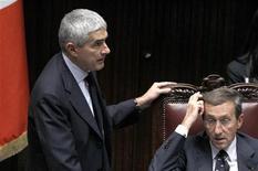 Pier Ferdinando Casini con Gianfranco Fini alla Camera. Roma, 12 novembre 2011. REUTERS/Alessandro Bianchi