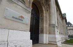 ArcelorMittal, le premier sidérurgiste mondial, prévoit une hausse de 2% à 3% de la demande mondiale d'acier cette année, principalement grâce à la croissance des Etats-Unis et des pays émergents. /Photo prise le 20 novembre 2012/REUTERS/François Lenoir