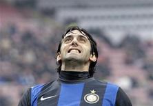 Jogador da Inter de Milão, Diego Milito, é visto durante partida contra do o Cagliari, em novembro. Milito pode voltar ao time da Inter de Milão na partida de sábado contra o Pescara, no sábado, após recuperar-se de uma contusão. 18/11/2012 REUTERS/Alessandro Garofalo