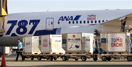 An airport employee works near All Nippon Airways' (ANA) Boeing 787 Dreamliner plane before it takes off for its Tokyo-San Jose flight at New Tokyo international airport in Narita, east of Tokyo January 11, 2013. ANA launched their maiden service between Tokyo and San Jose, California with the Dreamliner. REUTERS/Shohei Miyano