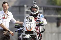 Le pilote français Thomas Bourgin, 25 ans, s'est tué en moto vendredi au Chili avant le départ de la septième étape du Dakar. Il a été victime d'un accident de la circulation mortel alors qu'il effectuait le trajet le conduisant au départ de la spéciale du jour. /Photo prise le 5 janvier 2013/REUTERS/Janine Costa