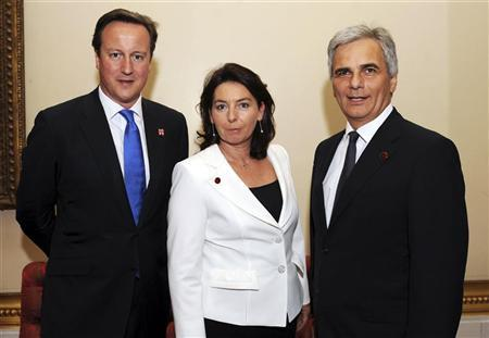 Britain's Prime Minister David Cameron stands with Austrian Chancellor Werner Faymann and his wife Martina during a reception at Buckingham Palace, London July 27. REUTERS/Stefan Rousseau/Pool