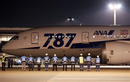 Airport staff send off All Nippon Airways' (ANA) Boeing Co's 787 Dreamliner plane before it takes off for its Tokyo-San Jose flight at New Tokyo international airport in Narita, east of Tokyo January 11, 2013. ANA launched their maiden service between Tokyo and San Jose, California with the Dreamliner. REUTERS/Shohei Miyano
