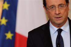 Dans une déclaration à l'Elysée, François Hollande a officialisé vendredi en fin d'après-midi le soutien militaire de la France au Mali, son ancienne colonie, pour contrer l'avancée vers le Sud des rebelles islamistes. /Photo prise le 11 janvier 2013/REUTERS/Philippe Wojazer