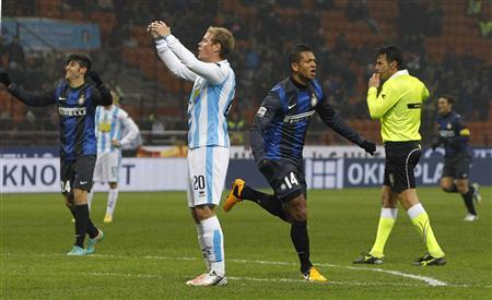 Inter Milan's Fredy Guarin (3rd R) celebrates after scoring a second goal against Pescara during their Italian serie A soccer match at the San Siro stadium in Milan January 12, 2013. REUTERS/Alessandro Garofalo