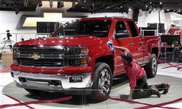 Le salon de l'automobile de Detroit ouvrira ses portes à la presse lundi dans un contexte optimiste qui contraste fortement avec le marasme du marché automobile européen. /Photo prise le 12 janvier 2013/REUTERS/Rebecca Cook