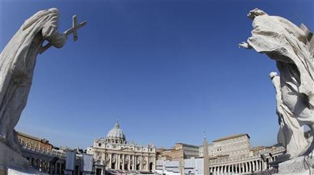 A general view of St. Peter square in Vatican City October 21, 2012. REUTERS/Stefano Rellandini/Files