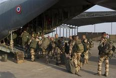 French troops board a transport plane in Ndjamena, Chad in this picture provided by the French Army Communications Audiovisual office (ECPAD) on January 12, 2013. REUTERS/ECPAD/Adj. Nicolas Richard/Handout