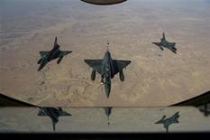 Mirage 2000D au départ de N'Djamena, au Tchad. L'aviation française a bombardé dimanche des positions rebelles dans le nord du Mali, visant des cibles à Gao. /Image diffusée le 12 janvier 2012/REUTERS/ECPAD