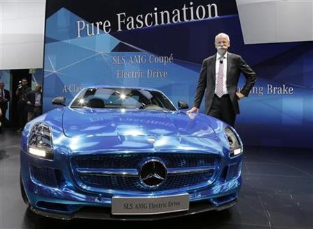 Daimler AG's Chief Executive Officer Dieter Zetsche poses next to a Mercedes-Benz SLS AMG Electric Drive model on media day at the Paris Mondial de l'Automobile September 27, 2012. REUTERS/Jacky Naegelen (FRANCE - Tags: TRANSPORT BUSINESS)