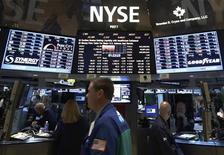 """Après un mois passé à suivre la politique à Washington sur fond d'inquiétudes sur le """"mur budgétaire"""", Wall Street revient cette semaine à ce qu'elle connaît le mieux : Wall Street. Les grandes banques américaines sont à l'honneur pour cette première semaine pleine de la saison des résultats, alors même que les investisseurs particuliers commencent à revenir sur les marchés. /Photo prise le 7 janvier 2013/REUTERS/Brendan McDermid"""