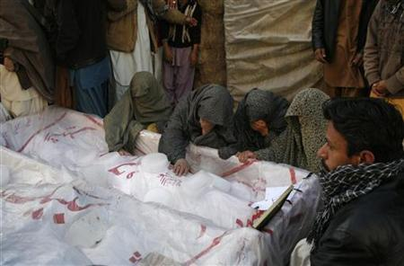 Shi'ite Muslims gather around unburied coffins of victims of Thursday's twin bomb attack during a sit-in in Quetta January 13, 2013. REUTERS/Naseer Ahmed