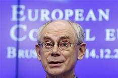 Le président du Conseil européen Herman Van Rompuy a annoncé que l'Union européenne et d'autres institutions financières avaient offert à l'Egypte des aides d'un montant de plus de cinq milliards d'euros pour faciliter la transition démocratique du pays. /Photo prise le 14 décembre 2012/REUTERS/François Lenoir