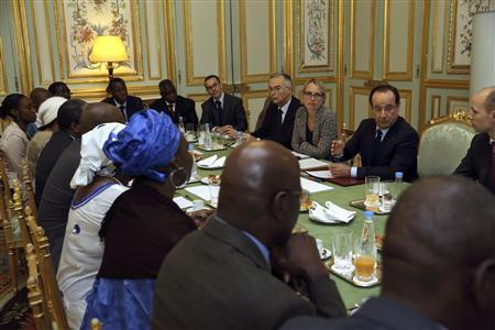 French President Francois Hollande (2nd R) speaks with members of Malian associations in France during a meeting at the Elysee Palace in Paris January 13, 2013. REUTERS/Philippe Wojazer