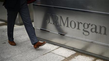 A man walks into the JP Morgan headquarters at Canary Wharf in London May 11, 2012. REUTERS/Dylan Martinez