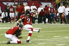 Atlanta Falcons kicker Matt Bryant (R) kicks the winning field goal with holder Matt Bosher to defeat the Seattle Seahawks in their NFL NFC Divisional playoff football game in Atlanta, Georgia January 13, 2013. REUTERS/Chris Keane