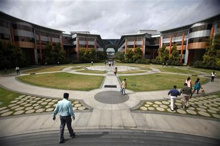 Employees walk in a forecourt at the Infosys campus in the Electronic City area of Bangalore September 4, 2012. REUTERS/Vivek Prakash/Files