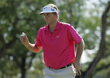Russell Henley of the U.S. waves to the gallery after putting on the fourth green during the final round of the Sony Open golf tournament in Honolulu, Hawaii January 13, 2013. REUTERS/Hugh Gentry