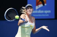 Maria Sharapova, tête de série numéro 2, a humilié sa compatriote Olga Puchkova, 107e joueuse mondiale 6-0 6-0 en 55 minutes au premir tour de l'Open d'Australie. /Photo prise le 14 janvier 2013/REUTERS/David Gray