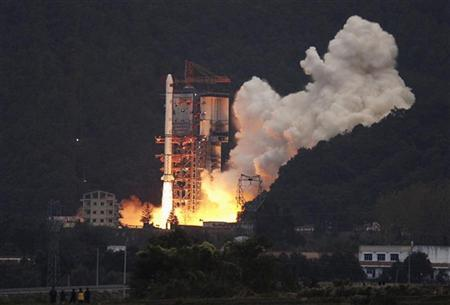 A Long March 3A rocket carrying the Chang'e One lunar orbiter blasts off from the Xichang Satellite Launch Centre in southwest China's Sichuan province October 24, 2007. REUTERS/Stringer