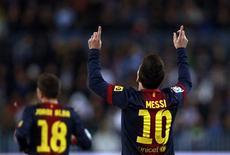 El Barcelona, líder invicto de la Liga, finalizó la primera parte de la temporada con un récord de 55 puntos, de 57 puntos posibles, cuando Lionel Messi marcó un gol y participó en los otros dos en la victoria por 3-1 el domingo ante el Málaga. En la imagen, de 13 de enero, Lionel Messi del Barça celebra su gol frente al Málaga en La Rosaleda. REUTERS/Marcelo del Pozo