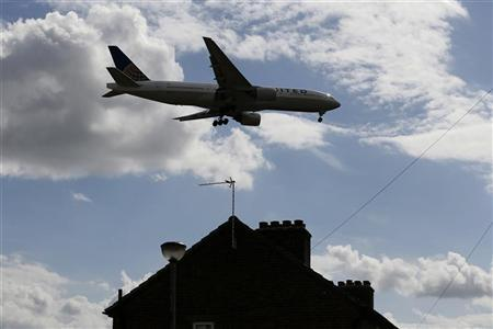 An airplane comes in over the top of houses to land at Heathrow Airport in west London August 28, 2012. REUTERS/Stefan Wermuth