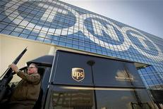 United Parcel Service (UPS) anticipe un veto de la Commission européenne à son projet de rachat de TNT Express pour 5,2 milliards d'euros. /Photo d'archives/REUTERS/Robin van Lonkhuijsen/United Photos