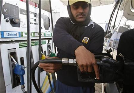 An employee fills a vehicle with diesel at a fuel station in New Delhi January 5, 2011. REUTERS/B Mathur/Files
