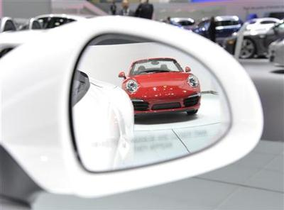 Luxury, performance drive buzz at Detroit auto show