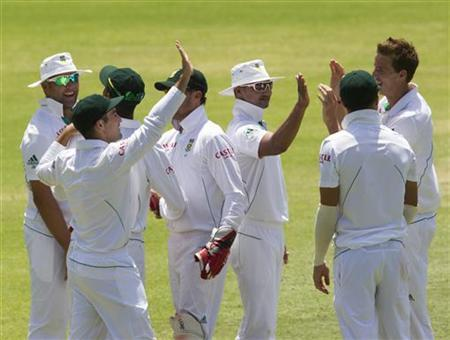 South Africa's players celebrate the wicket of New Zealand's Trent Boult (not pictured) on day four of their second cricket test matchin Port Elizabeth, January 14, 2013. REUTERS/Rogan Ward